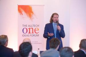 Марк Лайонс выступает на форуме Alltech One Ideas