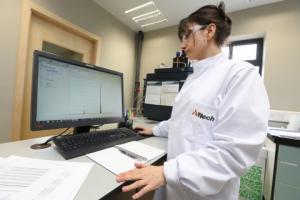 Ультрасовременная лаборатория проводит анализ Alltech37+ на наличие контаминации микотоксинами кормовых ингредиентов и кормов